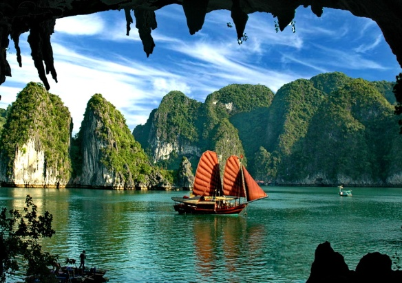 halong-bay-cruises-princess-junk.jpg